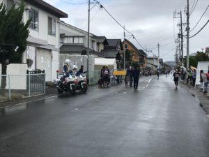 第3回松本マラソンついに最初のチェックポイント到着!白バイ見つけてパシャリ