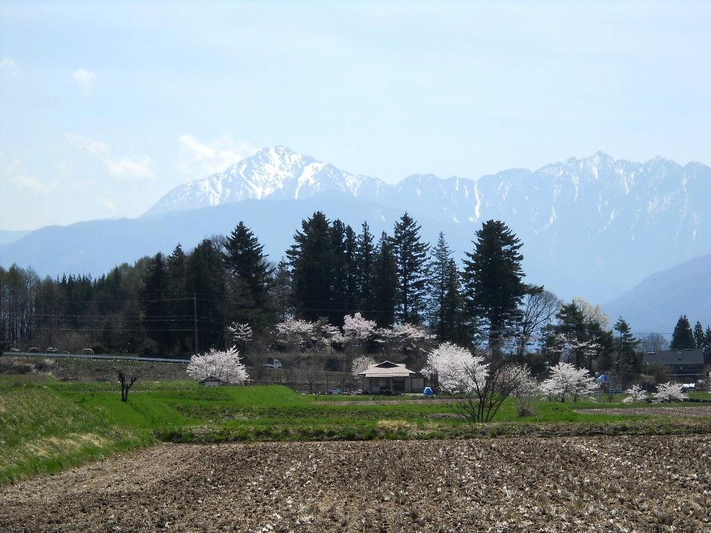 諏訪郡原村春の赤石山脈