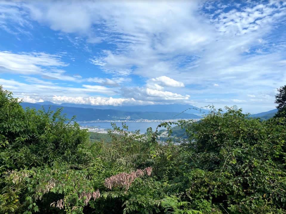 諏訪湖をのぞむ景色