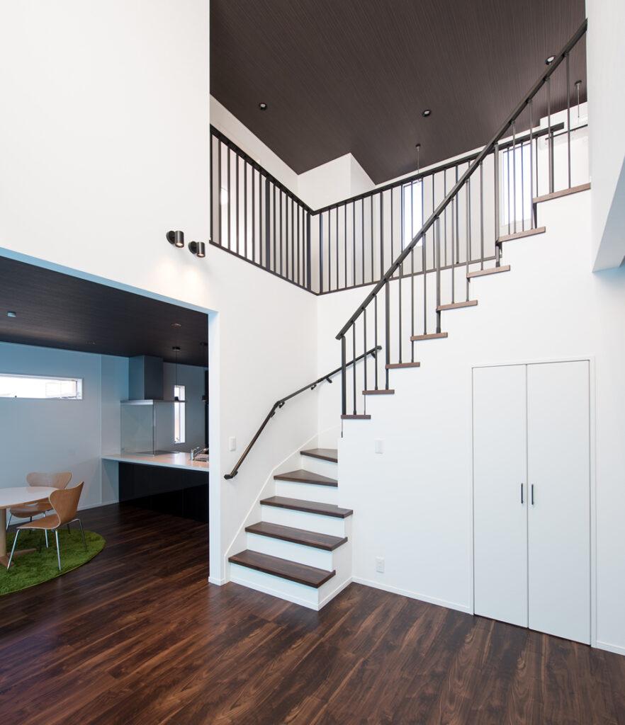 施工例吹き抜けと階段